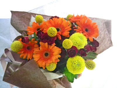 画像1: ガーベラとクラスペディアの花束