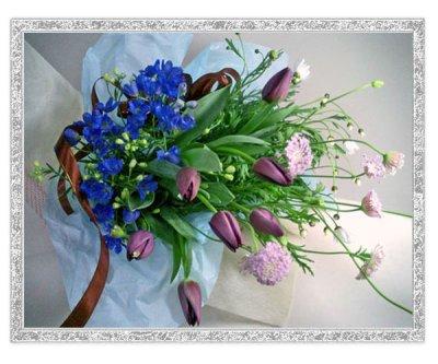 画像1: 紫のチューリップとデルフィニウムの花束