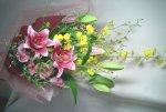 画像4: オンシジウムとピンクの百合の花束 (4)