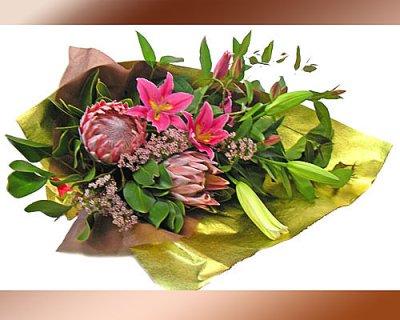 画像2: キングプロテアと百合の花束