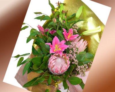 画像3: キングプロテアと百合の花束