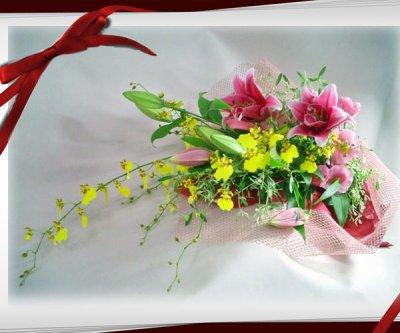 画像2: オンシジウムとピンクの百合の花束