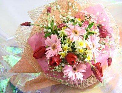 画像3: ストロベリーキャンドルと水仙の花束