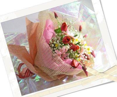 画像2: ストロベリーキャンドルと水仙の花束