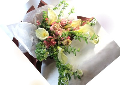 画像1: コデマリとカラーの春の花束