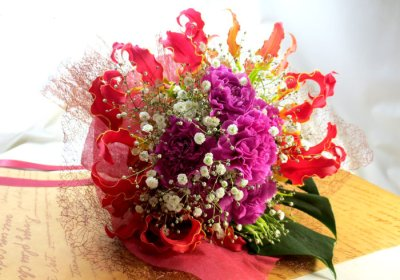 画像1: グロリオサとカーネーションの花束〜Robust love