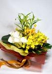 画像6: サンダーソニアとオンシジウム、カラーの花束 (6)