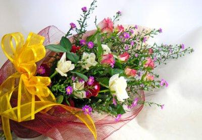 画像2: クジャクソウとバラの花束