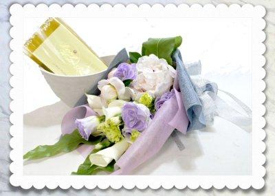 画像1: パールネックレスと、ふんわり花束のギフトセット