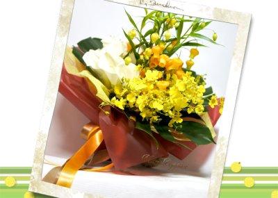 画像2: サンダーソニアとオンシジウム、カラーの花束