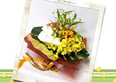 画像3: サンダーソニアとオンシジウム、カラーの花束