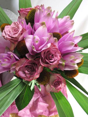 画像1: クルクマとバラの花束 (1)