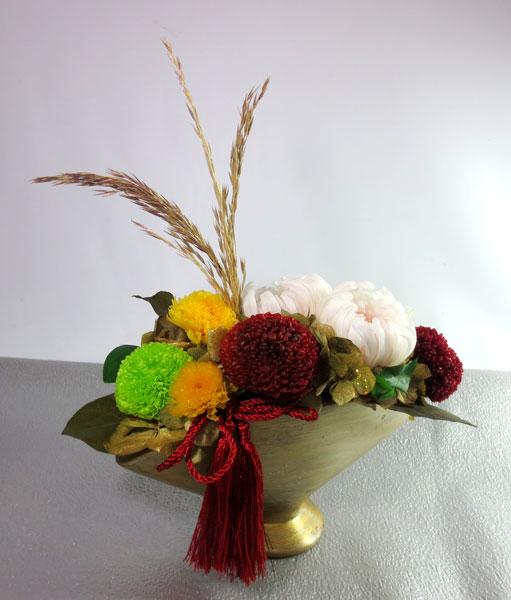 画像1: プリザーブドフラワーの菊のアレンジ〜金扇子 (1)