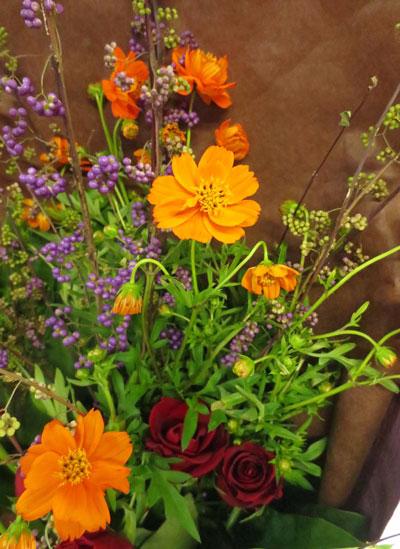 画像1: 黄花コスモスと紫式部の花束 (1)