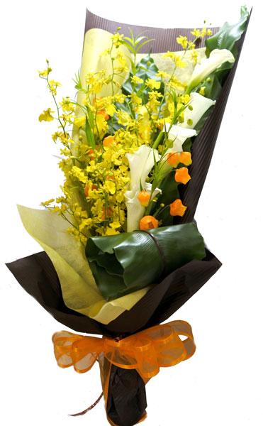 画像1: サンダーソニアとカラーの花束 (1)