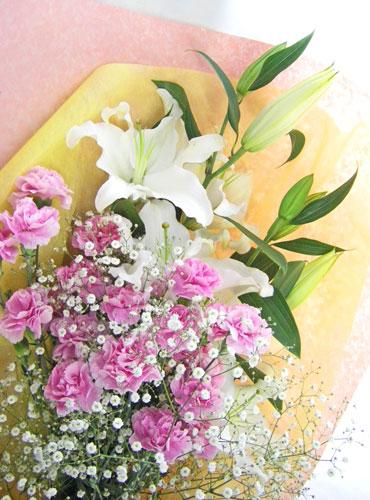 画像1: 百合とカーネーションの花束 (1)