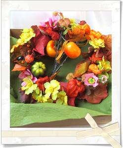 コスモスと秋の実の紅葉リース