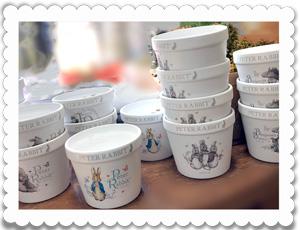 ピーターラビットの受け皿付き陶器鉢