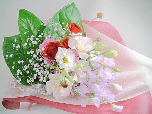 画像1: ふわふわスイートピーとラナンキュラスの花束 (1)