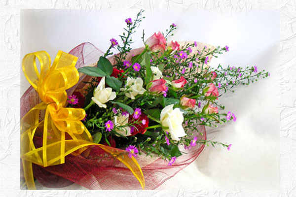 画像1: クジャクソウとバラの花束 (1)